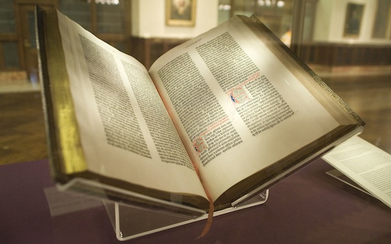 Gutenberg_Bible,_Lenox_Copy,_New_York_Public_Library,_2009._Pic_01big